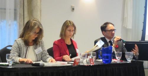 De g. à d.: Mme Béatrice Richard, Mme Magda Fahrni, M. Charles-Philippe Courtois