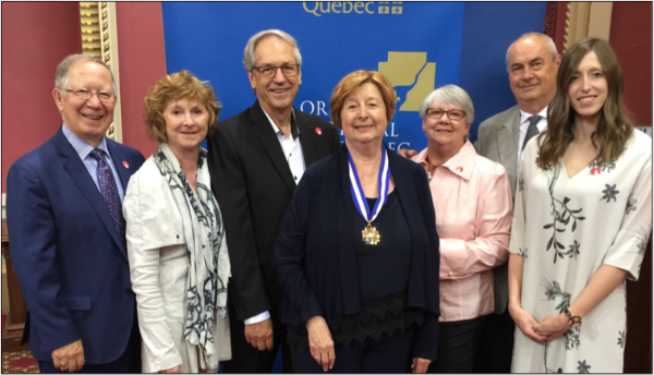 De g. à d.: M. Roger Barrette, Mme Pierrette Lelièvre, M. Raymond Beau, Mme Francine Lelièvre, Mme Francine Bouchard, M. Richard Lacques, Mme Raphaëlle Lelièvre.