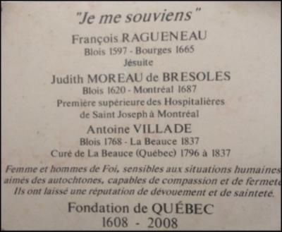 Plaque « Je me souviens » François Ragueneau, Judith Moreau de Brésoles, et le curé Antoine Villade.