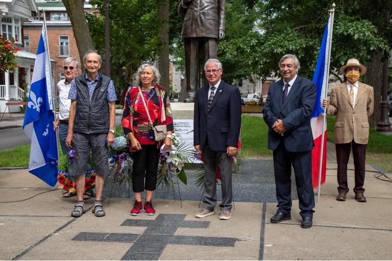 Réseau Québec-France, M. Jacques Fortin, porte-drapeau, M. Paul Lacasse, Mme Agnès Derouin, M. André-P. Robert, M. Denis Racine, M. Robert Trudel, porte-drapeau.