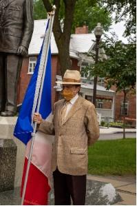 M. Robert Trudel, membre de la CFQLMC et porte-drapeau.